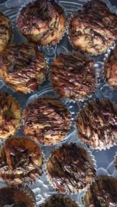 Mini muffins med banan, peanutbutter og chokolade
